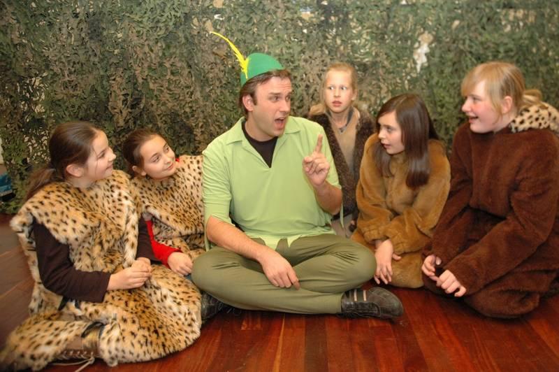 Probenfoto: Peter Pan verrät den verlorenen Kinden seinen Plan.
