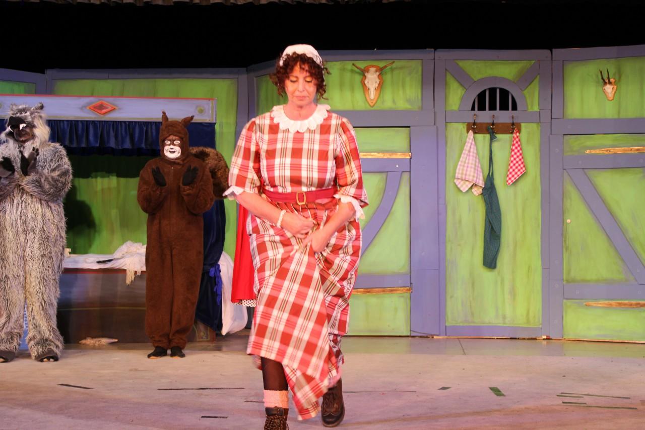 Die Mutter von Rotkäppchen gespielt von Sabine Hollstein-Diehl