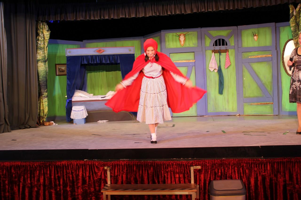 Rotkäppchen hervorragend gespielt von Michelle Schäfer