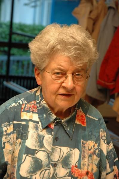 Maria, seit vielen Jahren unsere Garderobendame.